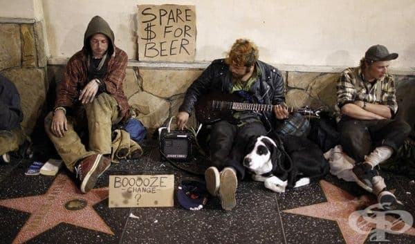Холивудската алея на славата. Там може да се разминавате не само с туристи, но и с улични търговци и просяци.