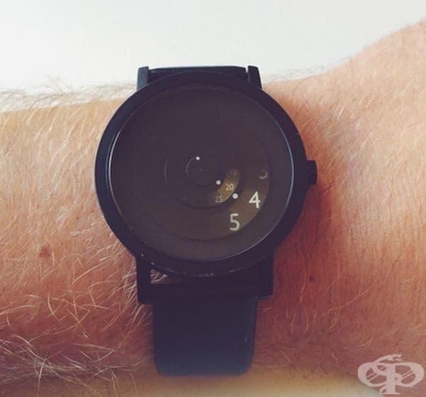 Този часовник показва само това, което е нужно.