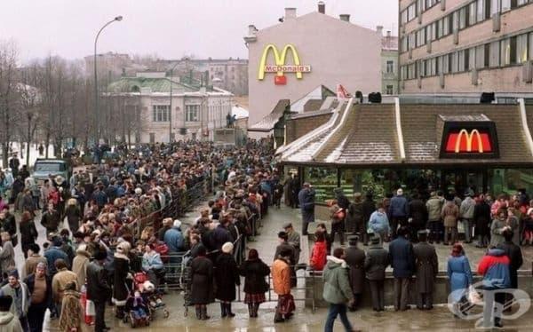Опашка при откриването на първия McDonald's в Москва, 31 януари 1990 г.