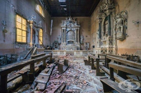 Изоставена църква в Италия.