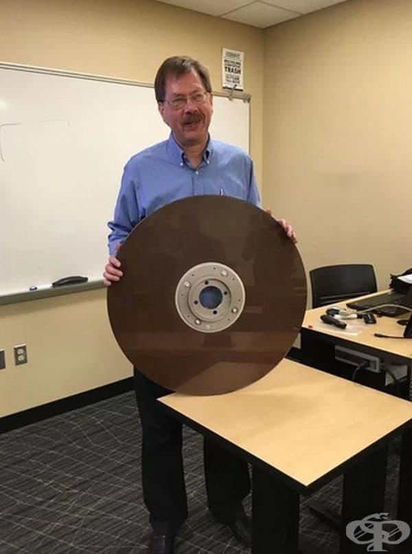 10MB твърд диск от 60-те години.