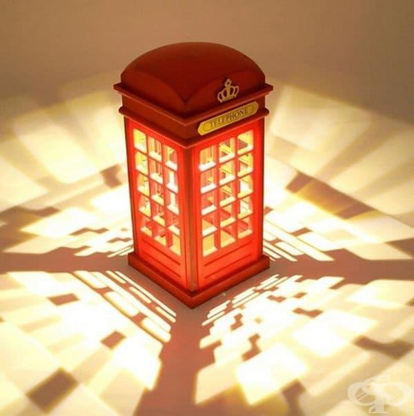 Осветително тяло - телефонна кабина.