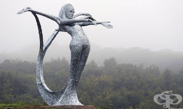 """Анди Скот. Както казва този човек от Глазгоу: """"Аз правя големи зверове."""" Неговите скулптури са действително огромни."""