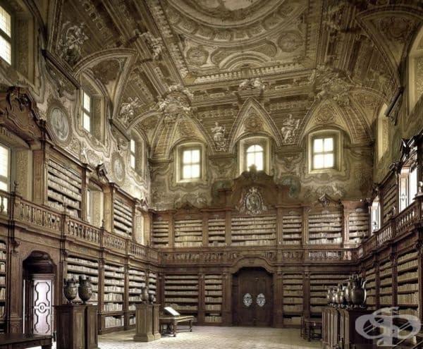"""Държавна библиотека """"Oratoriana"""" Girolami, Неапол, Италия."""