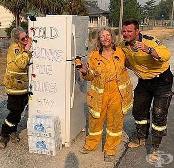 Този хладилник със студени напитки е предназначен за пожарникарите в град Бугендор, Австралия.