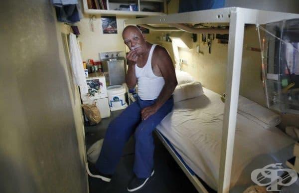 Държавен затвор Сан Куентин, Калифорния. Това е съоръжение с максимална сигурност. Затворът е известен със смъртните си присъди в редица. През декември 2015 г. броят на смъртните присъди е бил 708 мъже затворници.