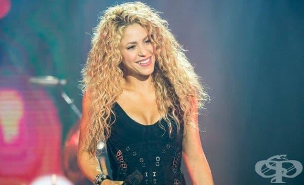 """Шакира е известна като колумбийка, но всъщност баща й е ливанец, а майка й е колумбийка. Името й е арабско и означава """"изпълнена със светлина""""."""