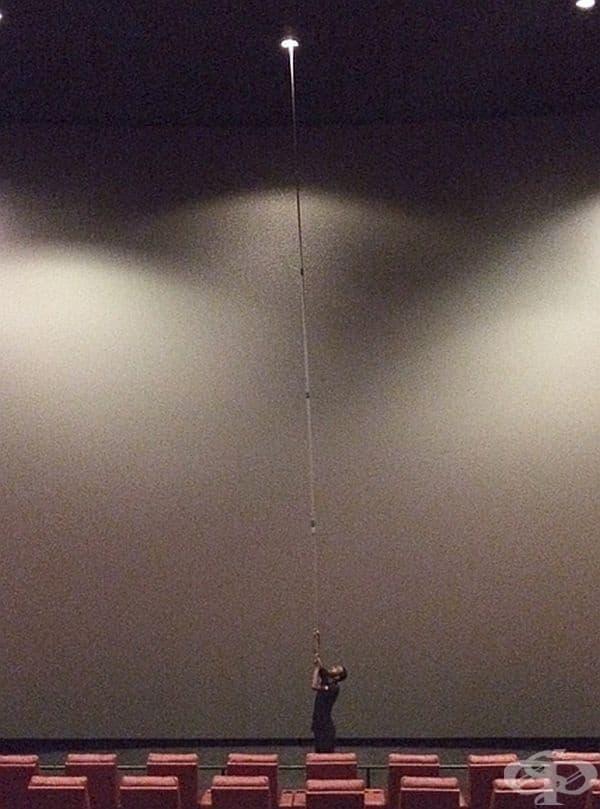 Смяна на осветлението в IMAX театър