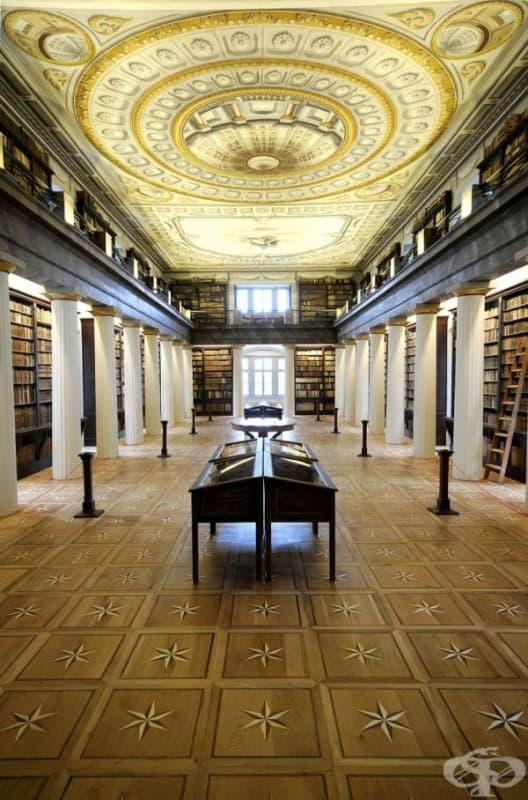 Библиотеката в Шарошпатакския колеж в Унгария.