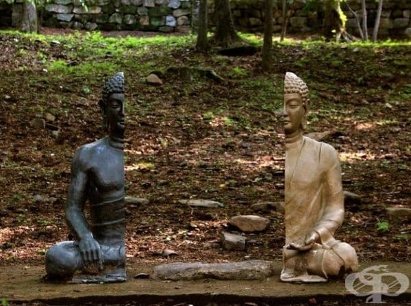 2 части от статуя.