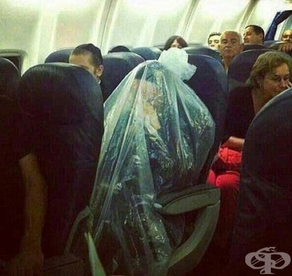 По време на полет, този мъж се завърза в найлонов чувал.