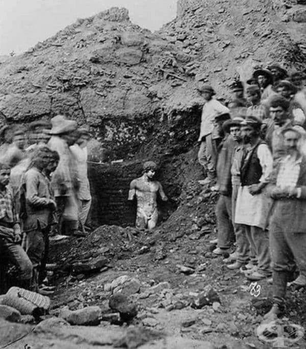 Откриването на статуята Antinous в Гърция, 1894 г.