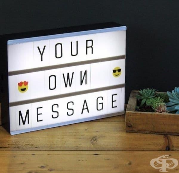Нощна лампа, на която може да оставите послание.