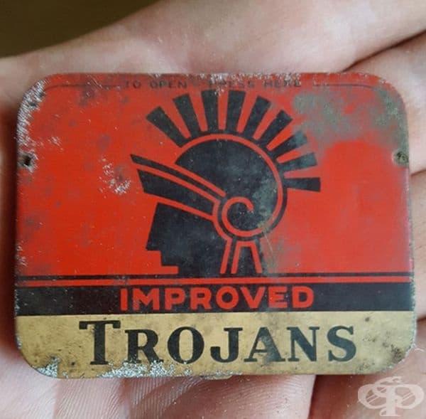 Кутийка с презервативи на около 60 години.