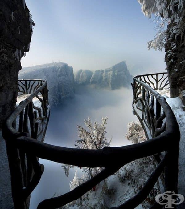Изглед от пещерата Тианмен, Китай.