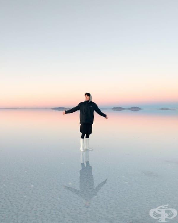 Най-голямата солна пустиня в света- Салар де Уюни, Боливия.