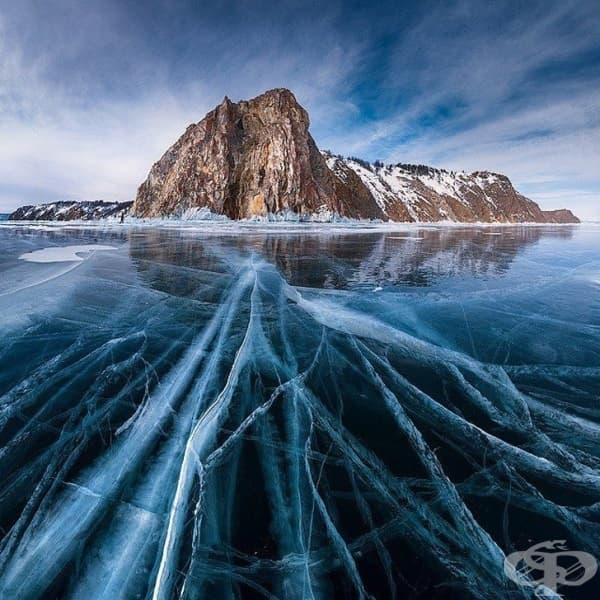 Езерото Байкал през зимата, Русия.
