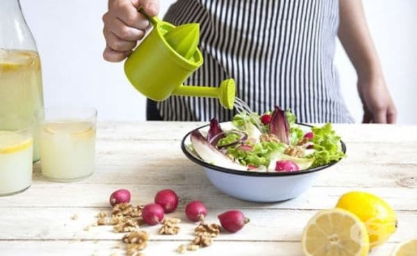 Устройство за изстискване и овкусяване на салати и ястия.