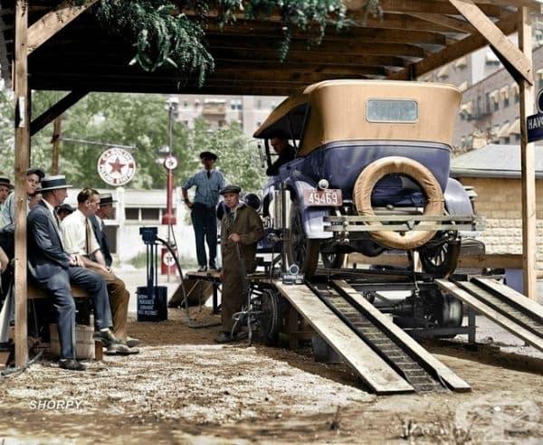 Бензиностанция във Вашингтон, окръг Колумбия, 1924г. (оцветяването е   добавено впоследствие).