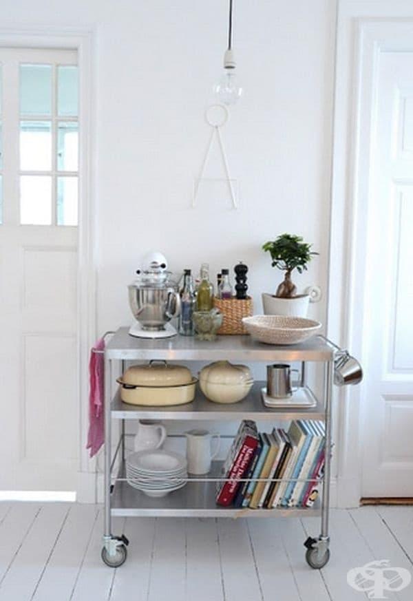 И кухненската количка може да събере доста вещи.
