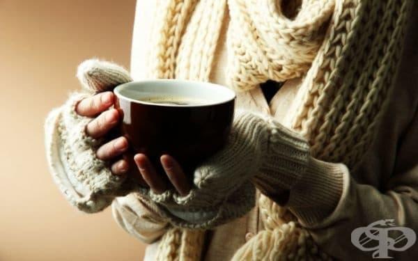 """Когато човек държи чаша с топла напитка в ръце, хората около него изглеждат """"по-топли"""" - това означава, че те са по-щедри и приятелски настроени."""