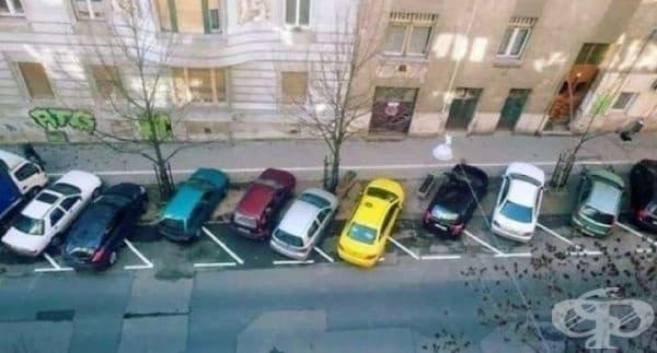 Странен паркинг