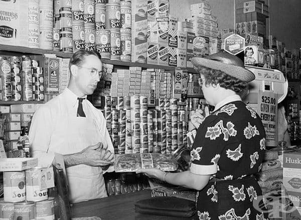 Закупуване на стоки в магазина в Blankenship, Индиана, 1938 г.
