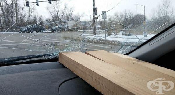 Предстои и ремонт на предно стъкло.