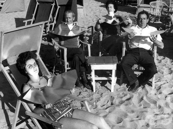 На плаж със сгъваем рефлектор, Холандия, 1961 г.