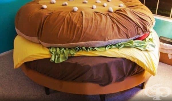 Легло - хамбургер. Интересно, нестандартно и топло.