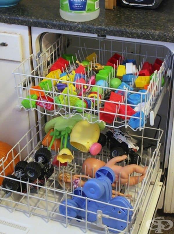 Ето как може да почистите играчките на децата.