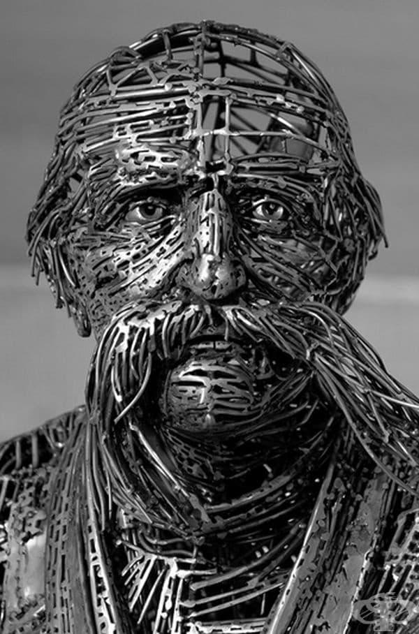 Йорди Диез. Любимият му материал е стомана, а любимите му предмети са човешките емоции.