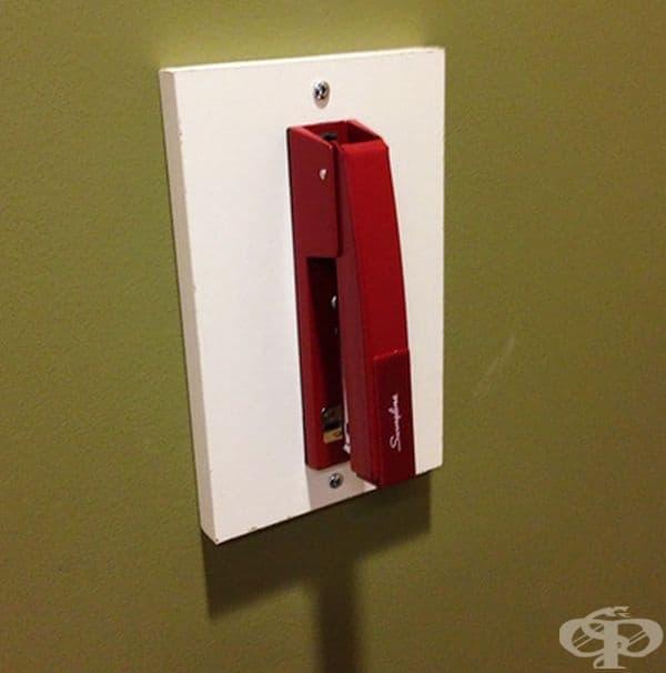Телбот, инсталиран на стена за общо ползване от студенти.