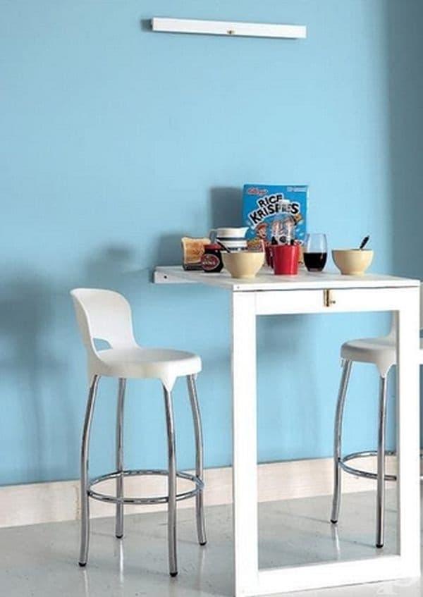 Сгъваемата кухненска маса може да служи като място за хранене или допълнителен плот при готвене.