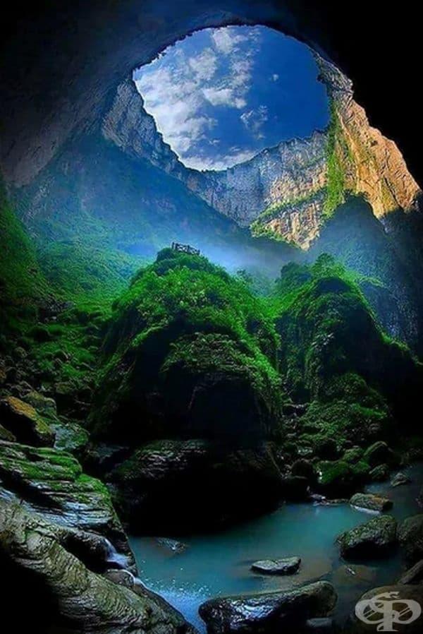 """Сяочжай Тянкен или """"Небесната бездна"""", е най-дълбоката карстова дупка в света, намираща се в Китай."""