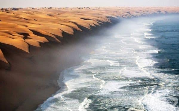 Мястото, където пустинята Намиб се среща с морето.