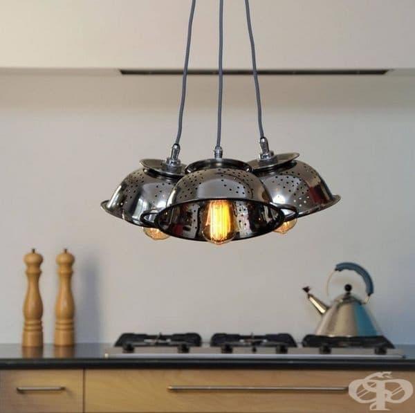 Един страхотен начин да трансформирате вашите кухненски лампи с помощта на цедки.