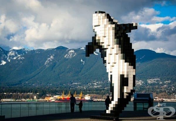 """""""Digital Orca"""", Ванкувър, Британска Колумбия. Тази скулптура на кит убиец от 2009 г. е направена от Дъглас Копланд. Въпреки, че тази скулптура е свързана с канадската дива природа, можем само да се чудим защо е направена по този начин."""
