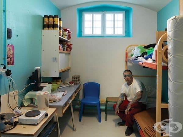 Bois D'arcy Detention House, Yvelines, Франция. В затвора се държат затворници, чакащи съдебен процес или осъдени, които излежават до една година присъди.