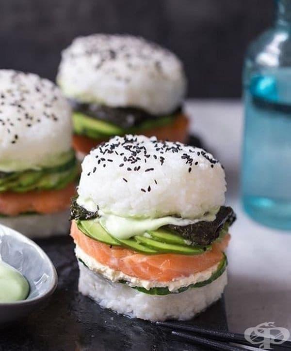 Суши бургери. Ако някога сте се двоумили какво да си поръчате – суши или бургер – това е вашето решение.