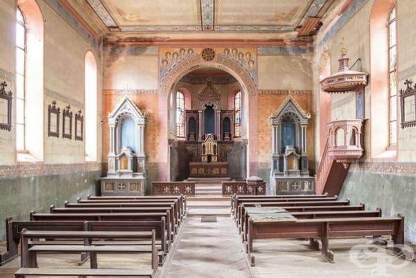 Изоставена църква.