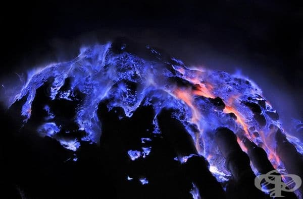 Сярата в тази област създава уникален вулканичен огън, който изглежда сензационен.