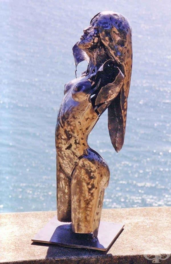 Стивън Фиц - Джералд ее буквално човек на изкуството. Занимава се с дизайн, музика, фотография.
