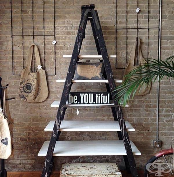 Превърнете старата стълба в рафтове за книги, растения и всякакъв друг интериор във вашия дом.