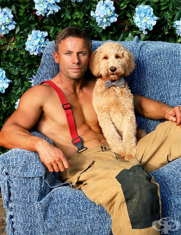 Австралийски пожарникари позират с животни в горещ благотворителен календар за 2020 година