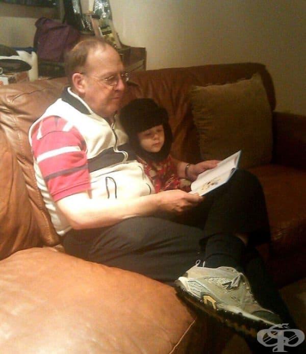 Баща ми каза на сина ми да се подготви за приключенска история преди лягане, затова той грабна своята зимна шапка и едно фенерче.