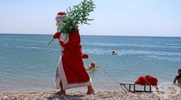 В Гърция Дядо Коледа се нарича Агиос Василис.