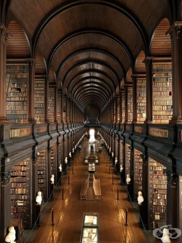"""Библиотеката на """"Тринити Колидж"""", Дъблин, Ирландия."""