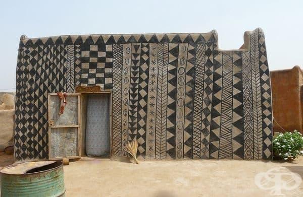 Мавзолеите или местата, където са погребани мъртвите, са най-сложно декорирани.