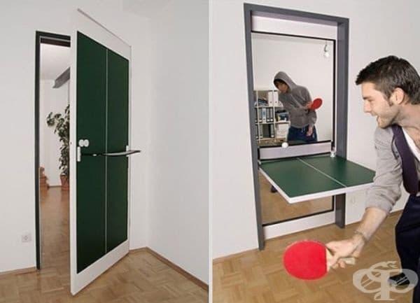 Входна врата-тенис маса. Не всеки апартамент разполага със самостоятелен спортен кът. Е, тук нещата са доста практични – тенис маса между две стаи едновременно.